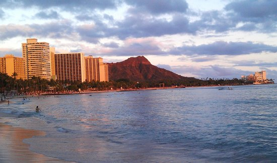 Sunset Shining On Diamond Head View From Hotel Beach