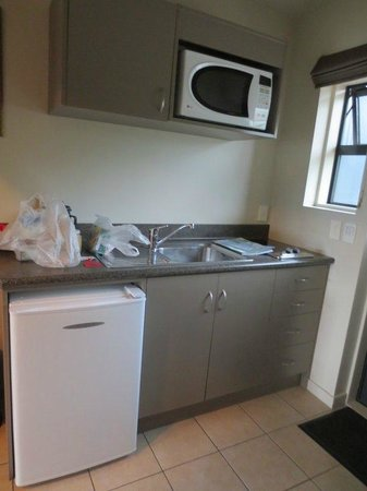 Harbour View Motel Picton: Small kitchenette