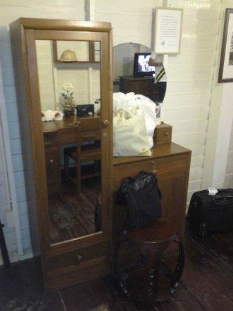 Resort Bangphlat: old cabinet