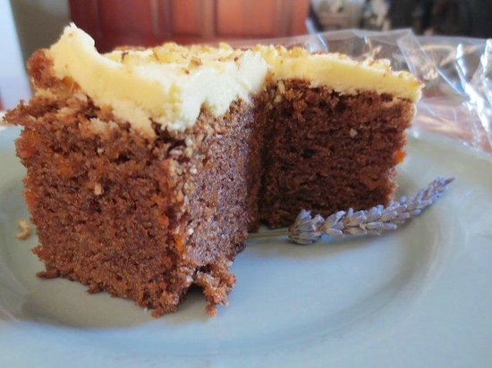 Hillsfield House Bed and Breakfast Marlborough: Carrot cake surprise at tea time