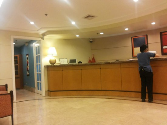 Somerset Olympia Makati: Lobby/ Front Desk