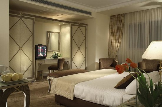 Sonesta Hotel, Tower & Casino Cairo: Cairo Guest Room Large Bed