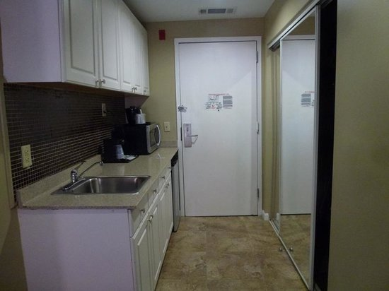 Holiday Inn Express Hotel & Suites Boston Garden: Entrance- room includes a fridge and microwave