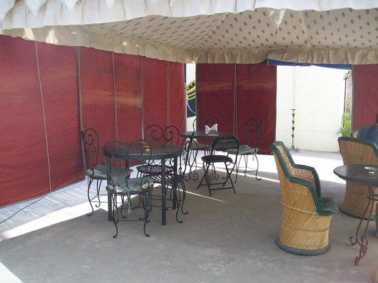 Vinayak Guesthouse: terrace restaurant