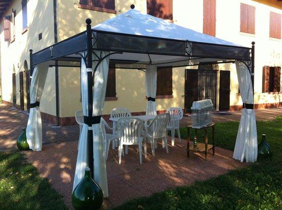 Villa Olga Bed and Breakfast: Il gazebo a disposizione degli ospiti