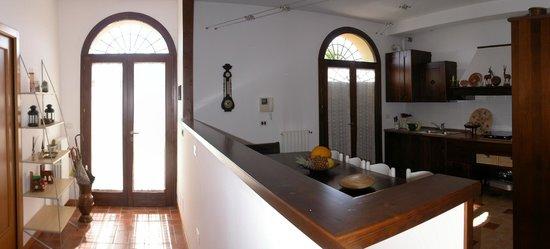 Villa Olga Bed and Breakfast: Ingresso B&B con cucina e colazione