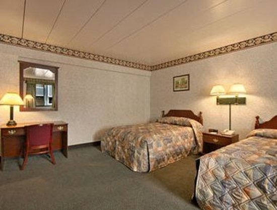 Econo Lodge Cranston: Standard Two Double Bed Room