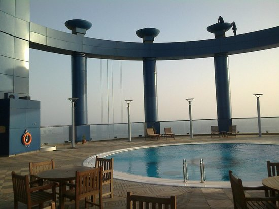 Rosewood Jeddah: Pool area on top of the hotel