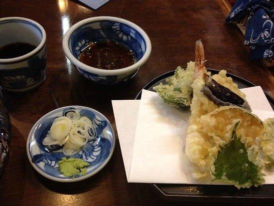 Teuchisobadokoro Yusui: 天ざるの「天ぷら」