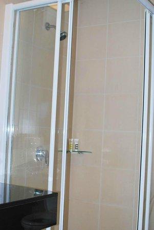 Deevana Plaza Phuket Patong: Shower corner