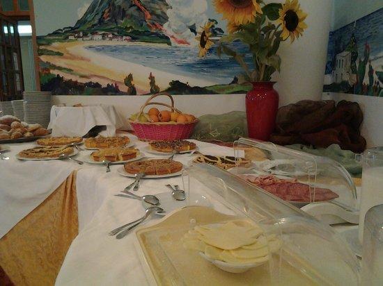 Hotel Lungomare: Colazione a Buffet dolce e salato