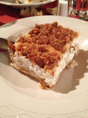 Pulcinella : creme, biscuit au café et amandes caramélisées