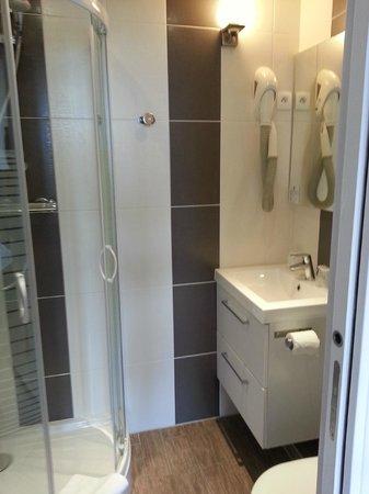 Hôtel La Tuilière : la salle de bains
