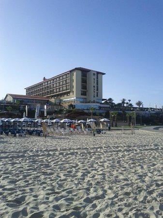 Dan Accadia Hotel Herzliya: hotel view from beach