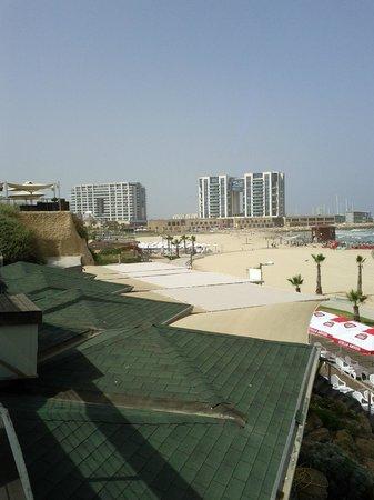 Dan Accadia Hotel Herzliya: Mall and Marina view