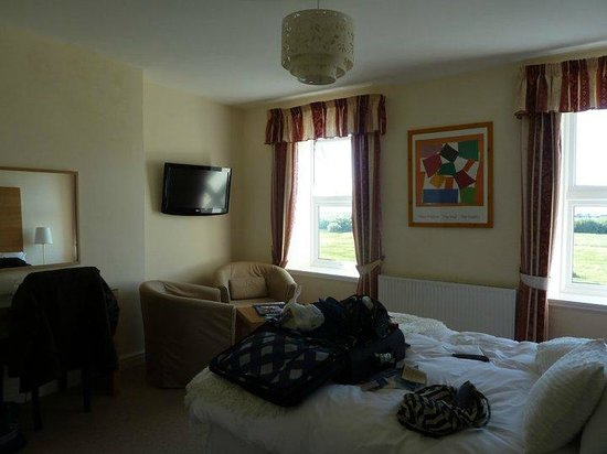 Einion House: Large rooms with great facilities and views to the beach