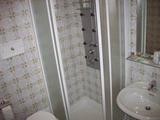Hotel Canin: bagno