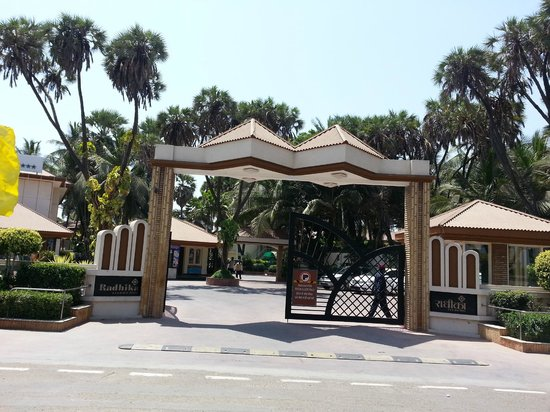 Radhika Beach Resort: Main entrance