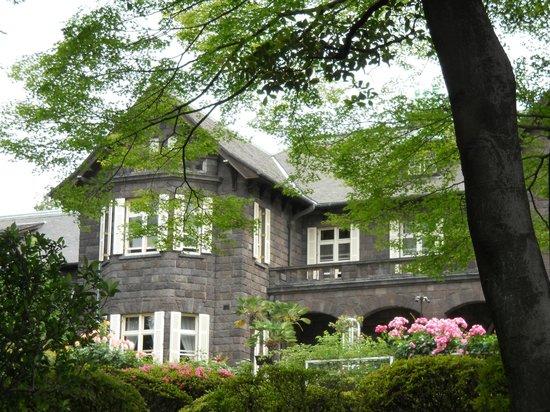Former Fukukawa Gardens: 新緑とバラと洋館