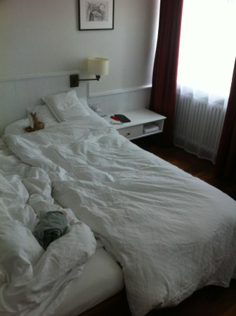 Hotel Helmhaus: Short beds