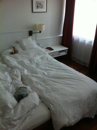 هوتل هيلمهاوس: Short beds