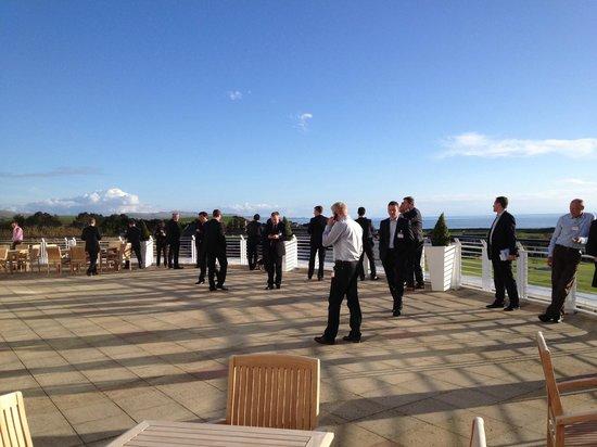 Trump Turnberry, A Luxury Collection Resort, Scotland: Terasse mit Aussicht zum Meer