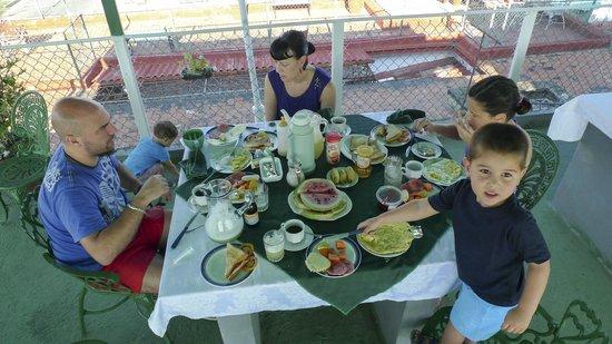 Casa Yanek y Javier: Desayuno titánico