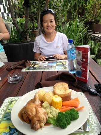 Skyblue Bar and Branded Grill : roast chicken for lunch