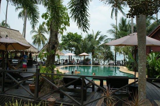 Nirvana Resort Koh Chang: Die untere Poolanlage
