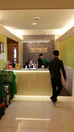 Hotel Cozy Myeongdong: Reception desk