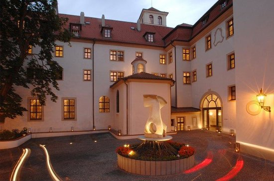 Augustine, a Luxury Collection Hotel, Prague : Entrance Courtyard