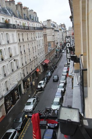 Hôtel Apollinaire : View of the road from our window