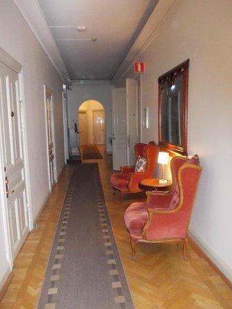 Unique Hotel: 2Kronor corridoio interno
