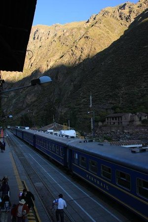 El Albergue Ollantaytambo: view of trains from hotel room