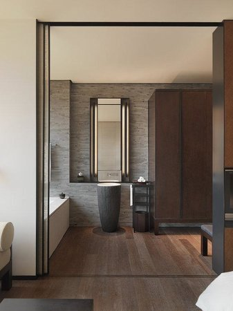 The PuLi Hotel and Spa : Grand Room Bathroom