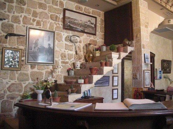 Akkotel: Restoration at the reception