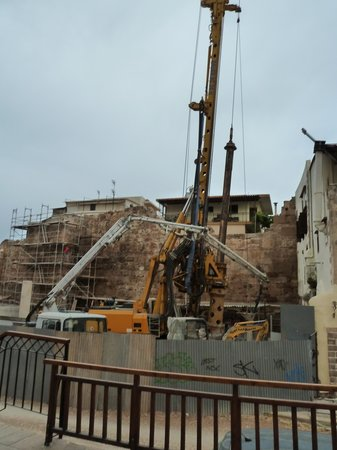 Bozzali: The constuction site/industrial digger - right outside the hotel
