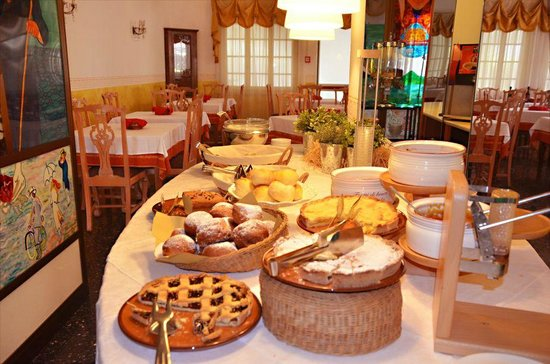Hotel Ariston : alcuni dolci fatti in casa per la colazione