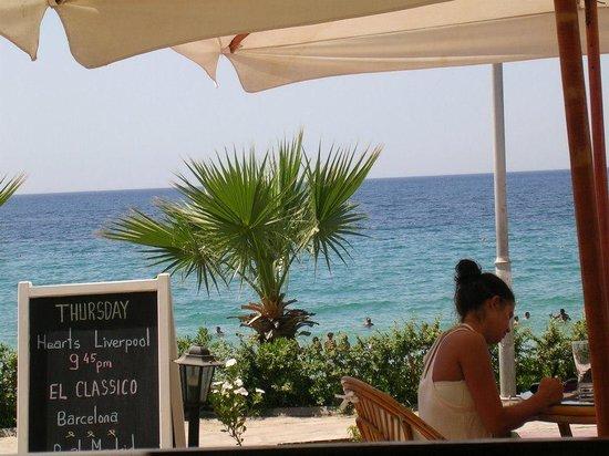 Ladies Beach Hotel: Sicht von der Hotelbar