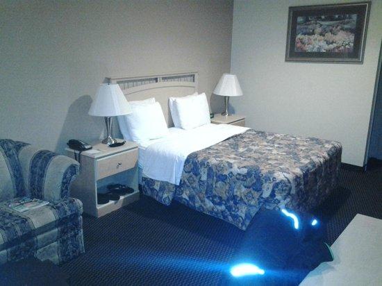Days Inn Pinole Berkeley: Bett auf linker seite