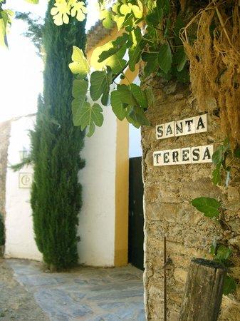 Finca Santa Marta: entrance opposite of s. marta