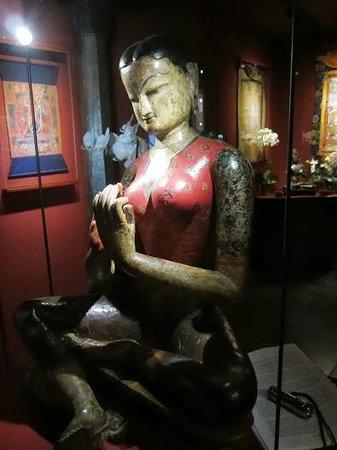 Tibet Museum : A lovely statue