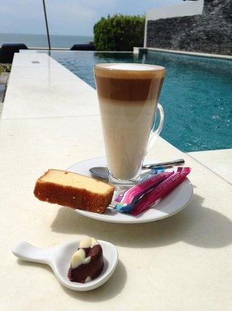 Samui Resotel Beach Resort: cafe latte by the pool