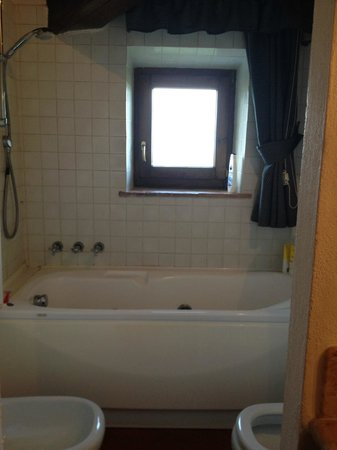 Hotel Vecchia Oliviera: bathroom