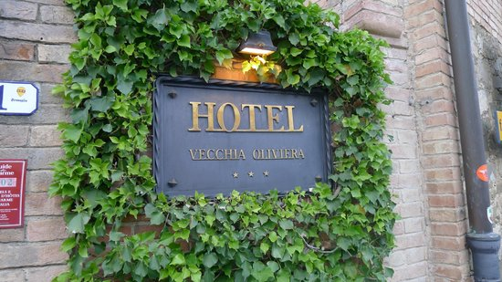 Hotel Vecchia Oliviera: Front door