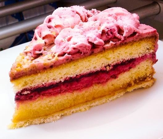 Ralph's German Bakery: Delicious Cakes