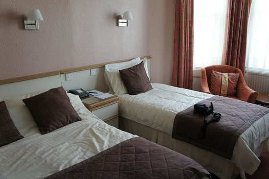New Wilmington Hotel: Roomy room!
