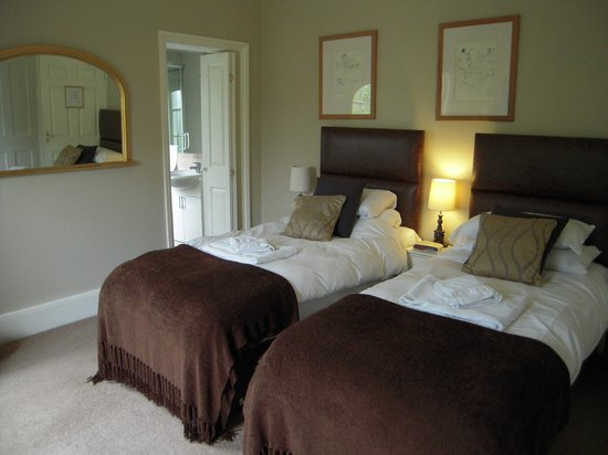 The Old Rectory: Twin room with shower room to side