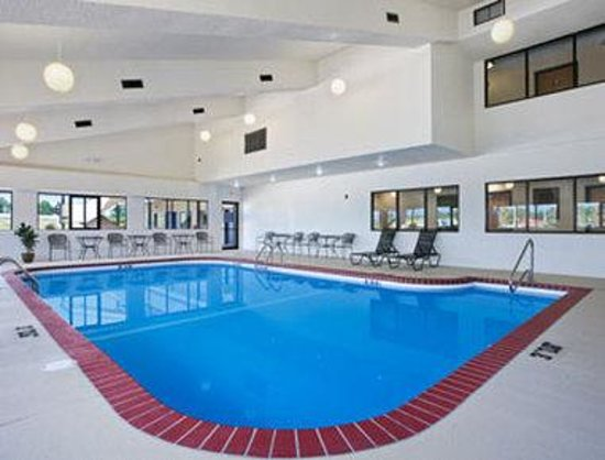 Greenstay Hotel & Suites: Pool