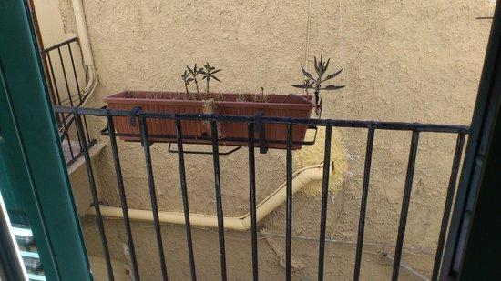 Massimo Plaza Hotel: Il panorama sul... muro di fronte